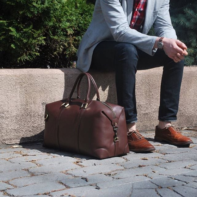 Headed back home with the #BenchmarkBags chestnut leather #weekender  #menstyle #gentlemanstyle #gqstyle #dapper #leathergoods