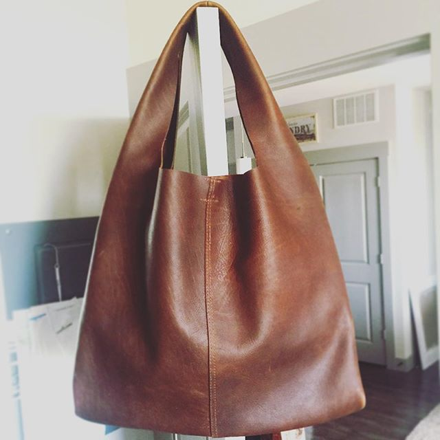 CUSTOM BISON LEATHER KERRY XL TOTE 😍 #houseofmorrison #morrisonhandbags #morrison #sundayfunday #shop #local #designer #dallas #tote #bag #leather #ootd #lotd #travel #custom