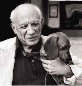 "Pablo Picasso posing with ""Lump"" (photo source: dreamdogsart.typepad.com)"