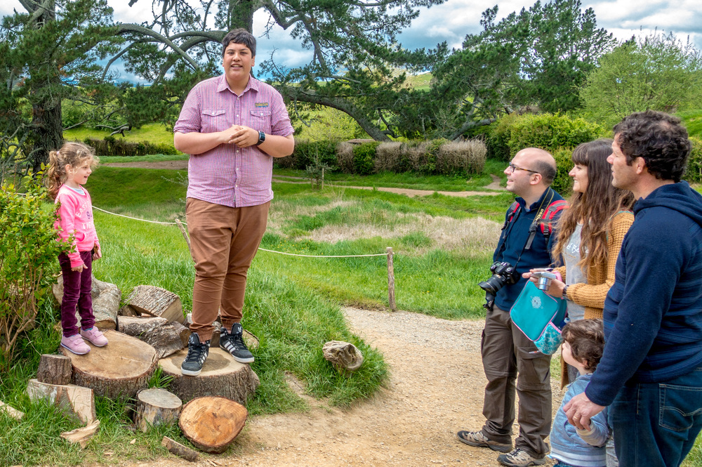 hobbiton_tour_guide