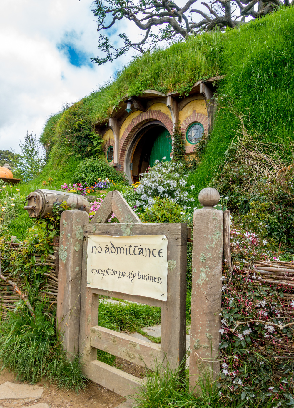 hobbiton_bag_end.jpg