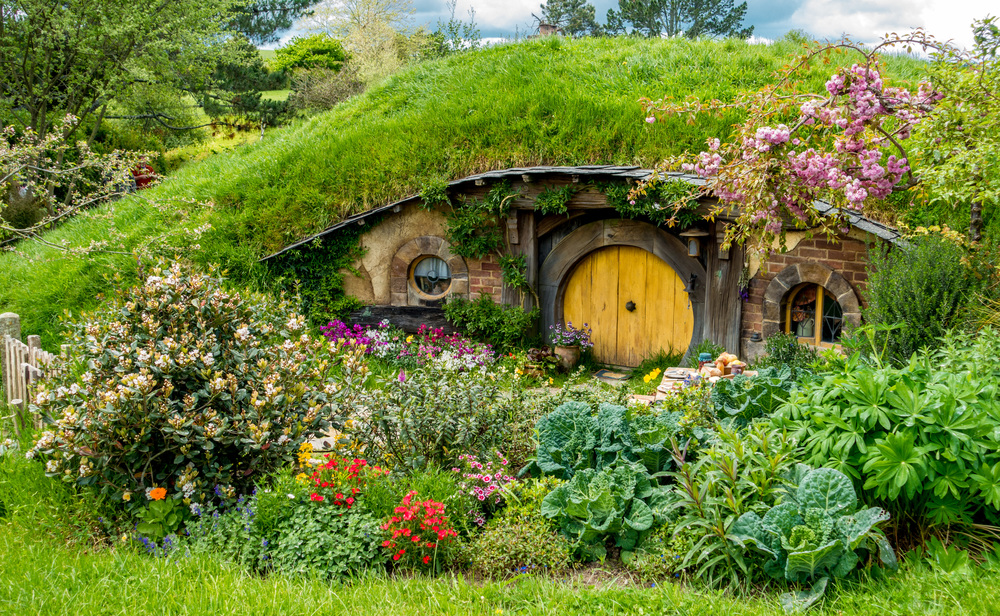 hobbiton_yellow_door.jpg