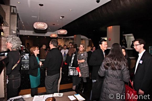 DC Web Women (and a few men) exchange ideas/ Photo credit: Bri Monet/DC Web Women