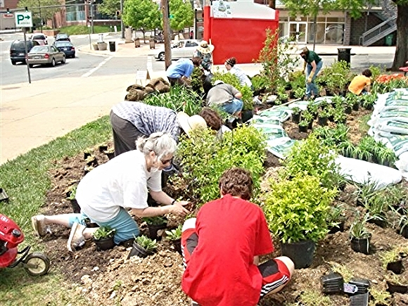 Volunteers from Green Wheaton and Friends of Sligo Creek team up to plant a community garden./Photo source: stormwaterpartners.org
