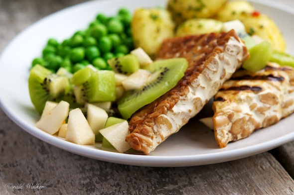 Grilled-Tempeh-with-Kiwi-and-Pear-Salsa-002.jpg