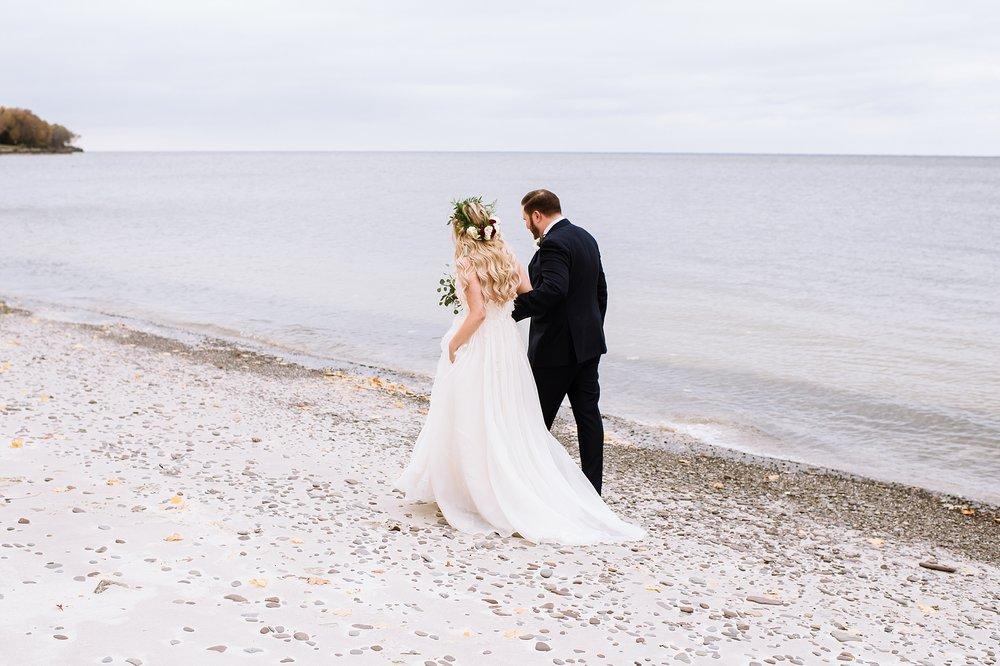 Oakville_Harbour_waterfront_conference_Centre_Toronto_Winter_Wedding_Photographer_0025.jpg