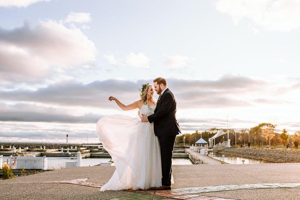 Oakville_Harbour_waterfront_conference_Centre_Toronto_Winter_Wedding_Photographer_0037.jpg