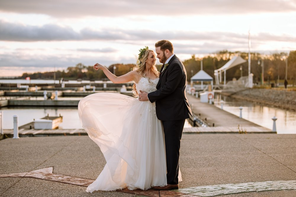 Oakville_Harbour_waterfront_conference_Centre_Toronto_Winter_Wedding_Photographer_0038.jpg