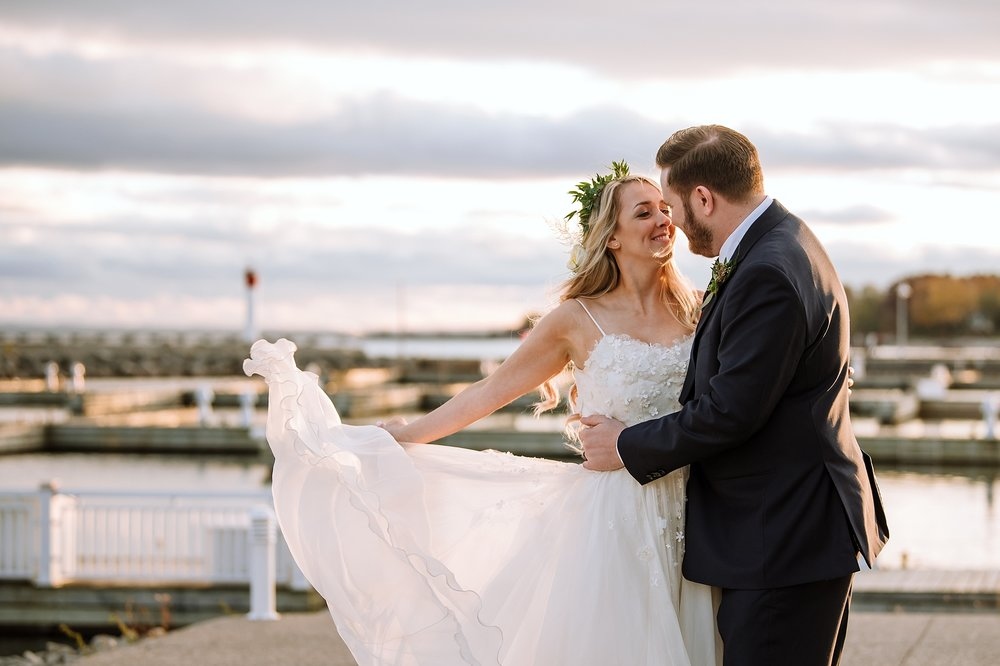 Oakville_Harbour_waterfront_conference_Centre_Toronto_Winter_Wedding_Photographer_0040.jpg