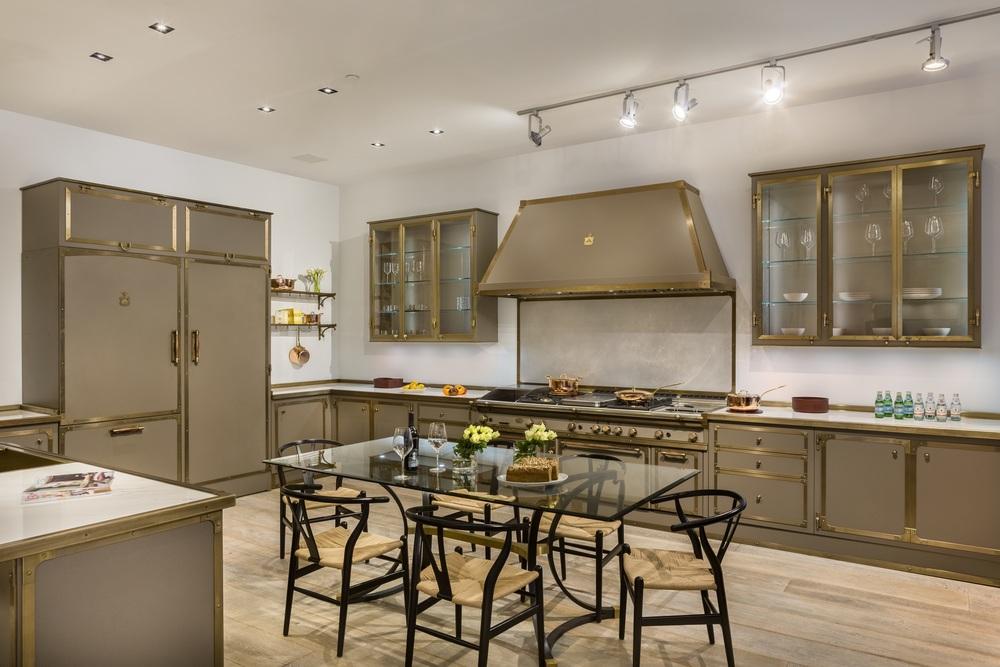Shoowroom Brown Kitchen-1 FINAL RGB.jpg