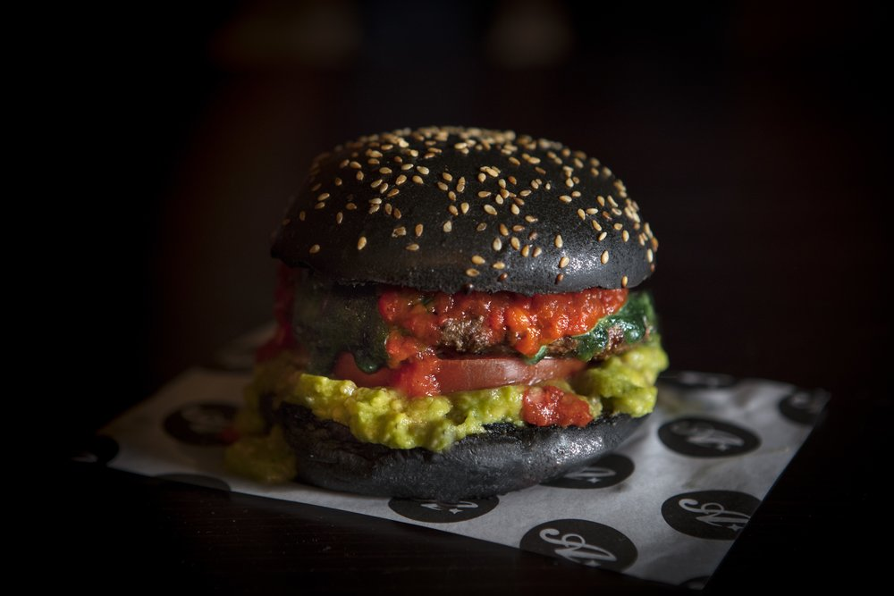 Burger in Black