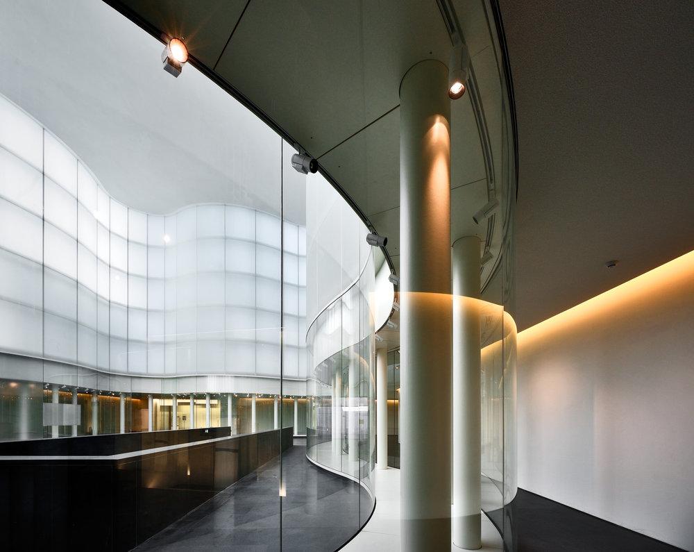 Vanessa_Beecroft_Lia_Rumma_Milan_installation5.jpg