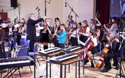 lr CumnockTryst2017 - Kaleidoscope - Sir James MacMillan conducts pupils from Greenmills Primary _CreditRobinMitchell_348 copy.jpg