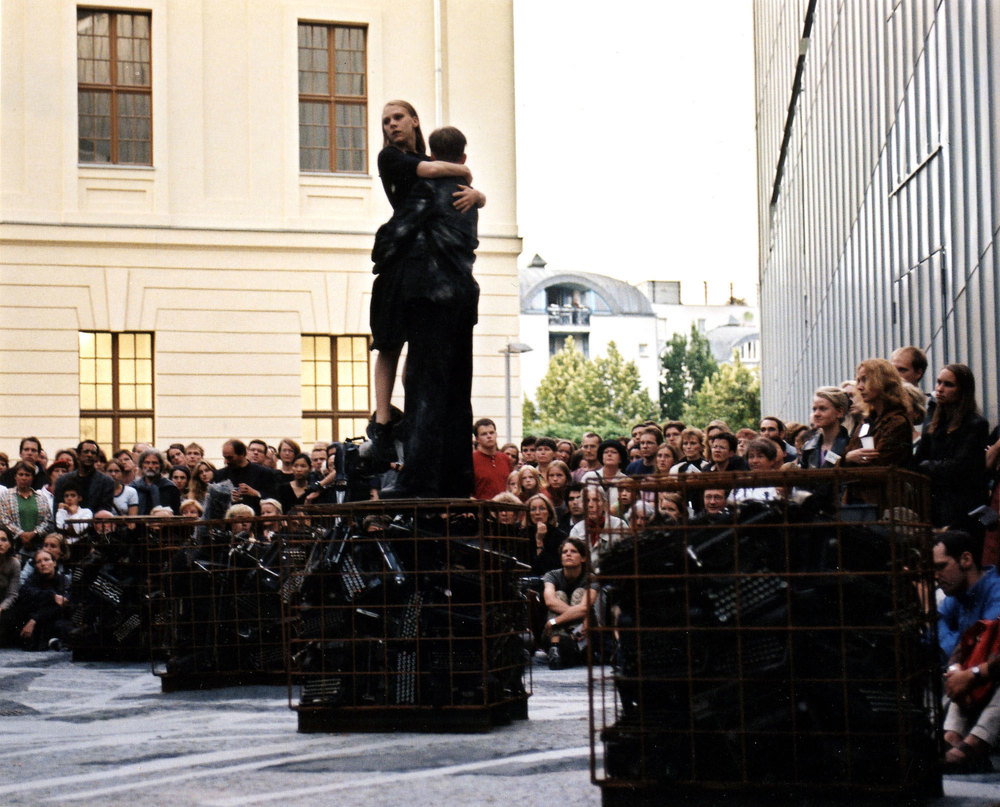 Jewish Museum Berlin, 1999, choreography by Sommer Ulrickson, music by Ari Benjamin Meyers, photo by José Giribás Marambio