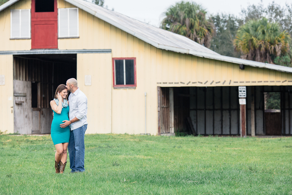 barn-country-maternity-pictures-dupois-stuart-florida