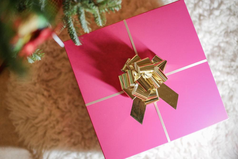 christmas-gift-pink-box-gold-bow.jpg