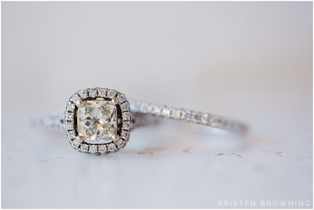 I have one addiction on wedding days: the ring. Isn't this yellow stone beautiful?!