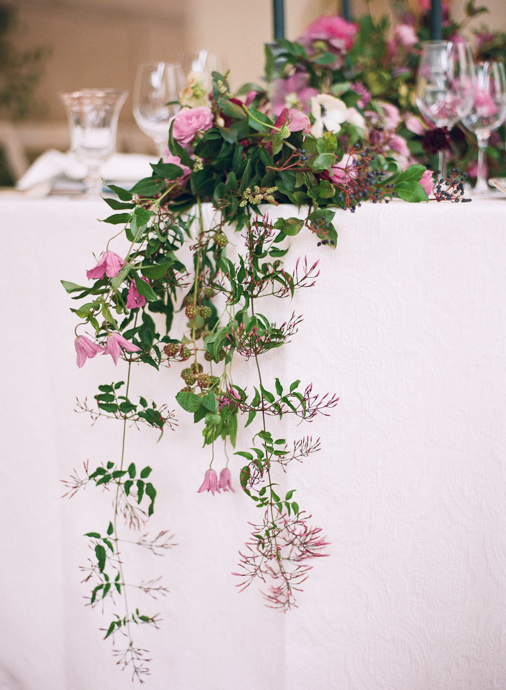 jasmine wedding table garland by Bows and Arrows | The Wildflowers | featured on Style Me Pretty | follow along on instagram: @ thewildflowers_com