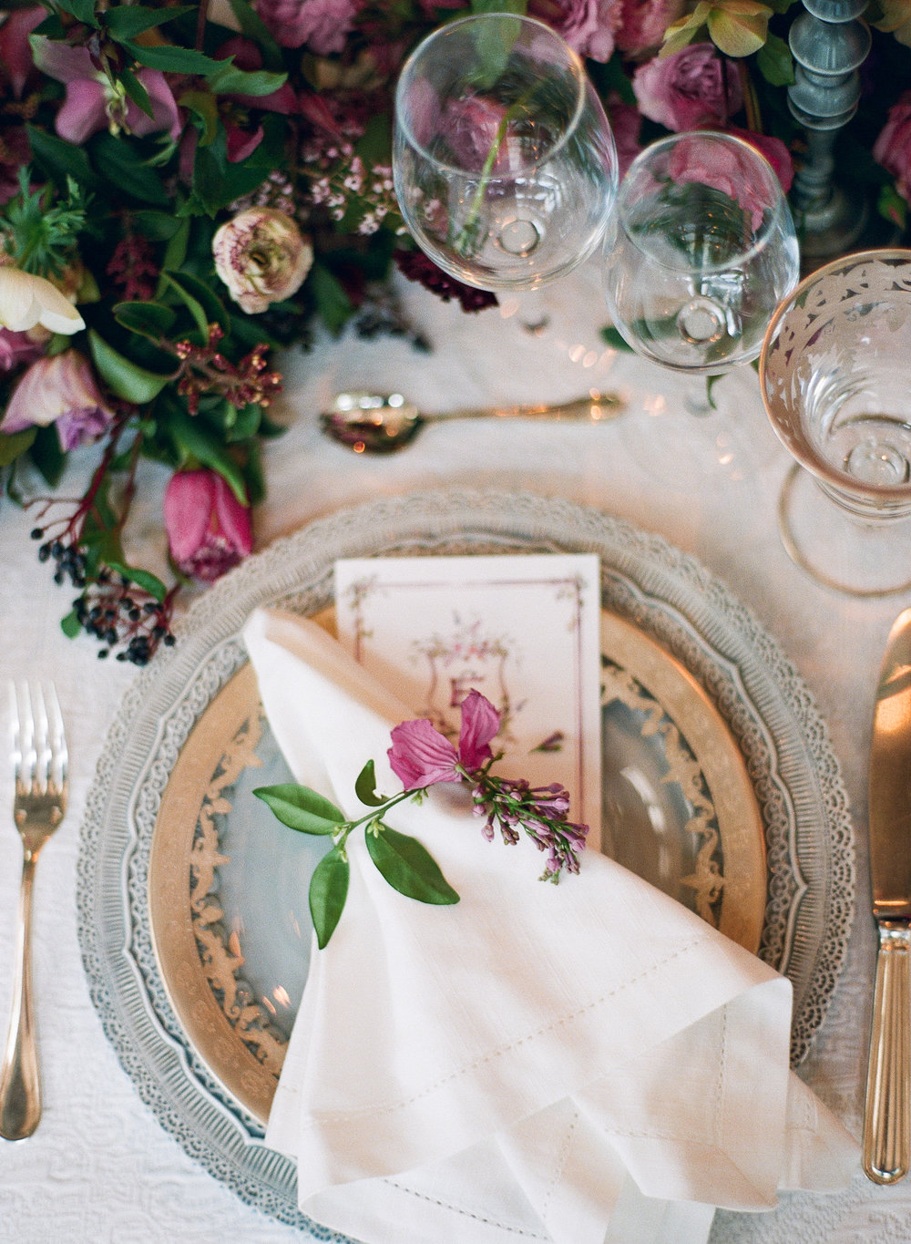 table setting designed by The Wildflowers | featured on Style Me Pretty | follow along on instagram: @ thewildflowers_com