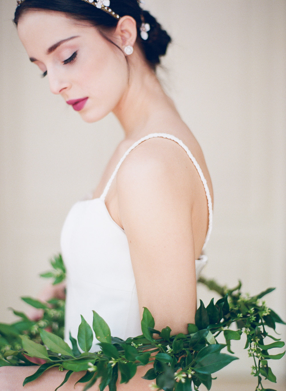 wedding hair and makeup | The Wildflowers is an event planning and design company inspiring stylish brides and grooms to dream a better dream for their wedding day. Follow along on instagram: @ thewildflowers_com