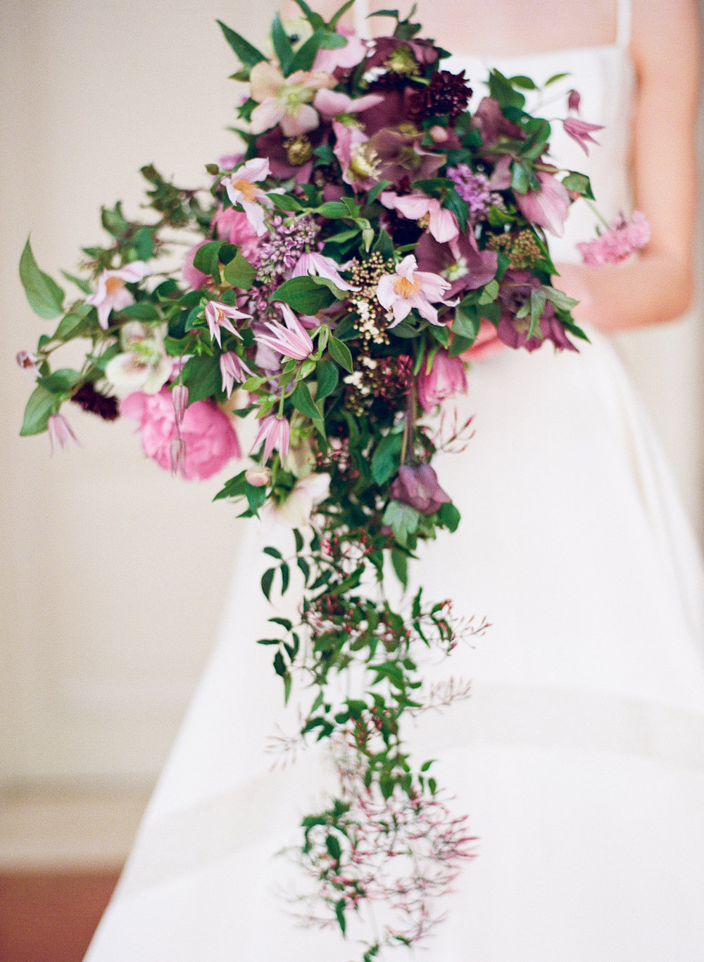 purple wedding bouquet | The Wildflowers is an event planning and design company inspiring stylish brides and grooms to dream a better dream for their wedding day. Follow along on instagram: @ thewildflowers_com