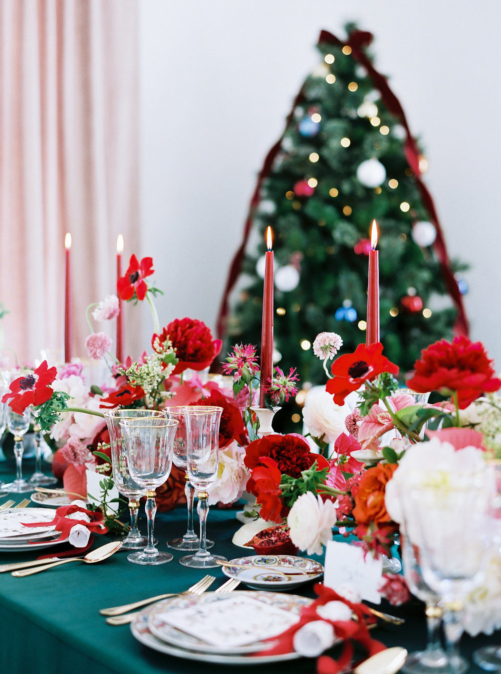 christmas-holiday-dinner-party-table