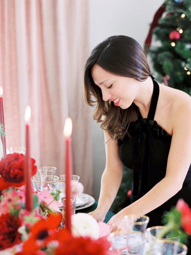 holiday-christmas-party-entertaining-tips-dinner-table