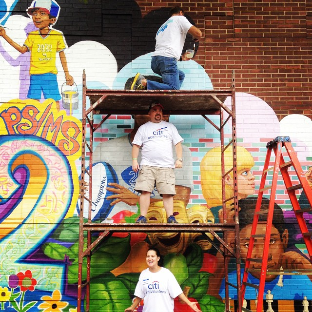 Sealing the mural at PS/MS 282 in Park Slope with an awesome group of @citi volunteers!