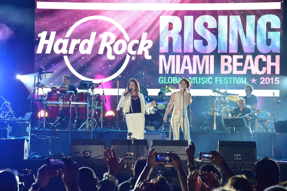 Gloria Estefan performs with her daughter Emily Marie Consuelo