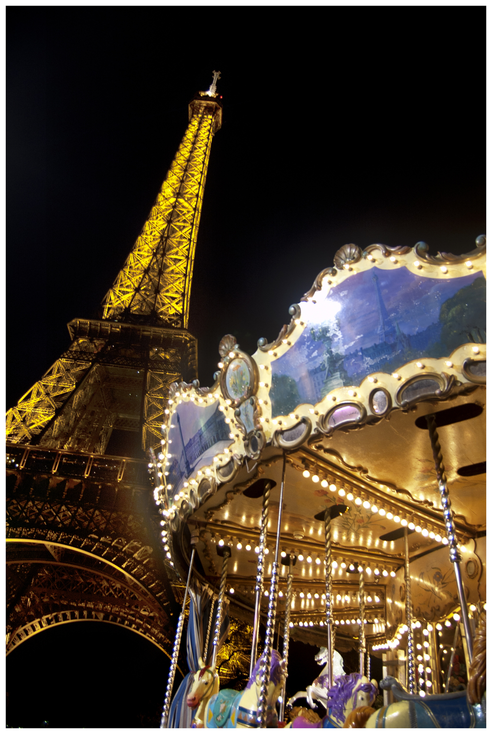 Night shot of Carrousel de la Tour Eiffel