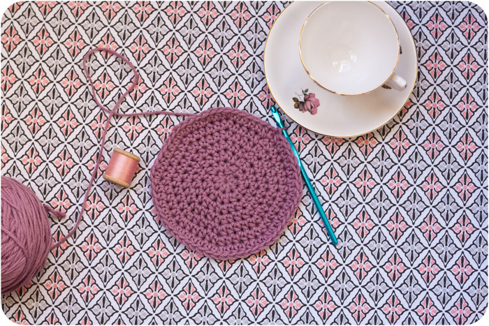 Crochet In A Circle : Crocheting a Flat Circle - Slugs On The Refrigerator - UK Crochet ...
