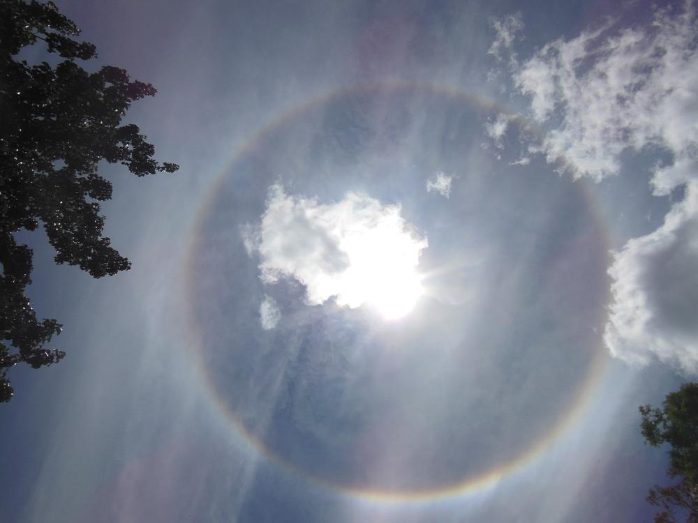 Regnbue rundt solen!
