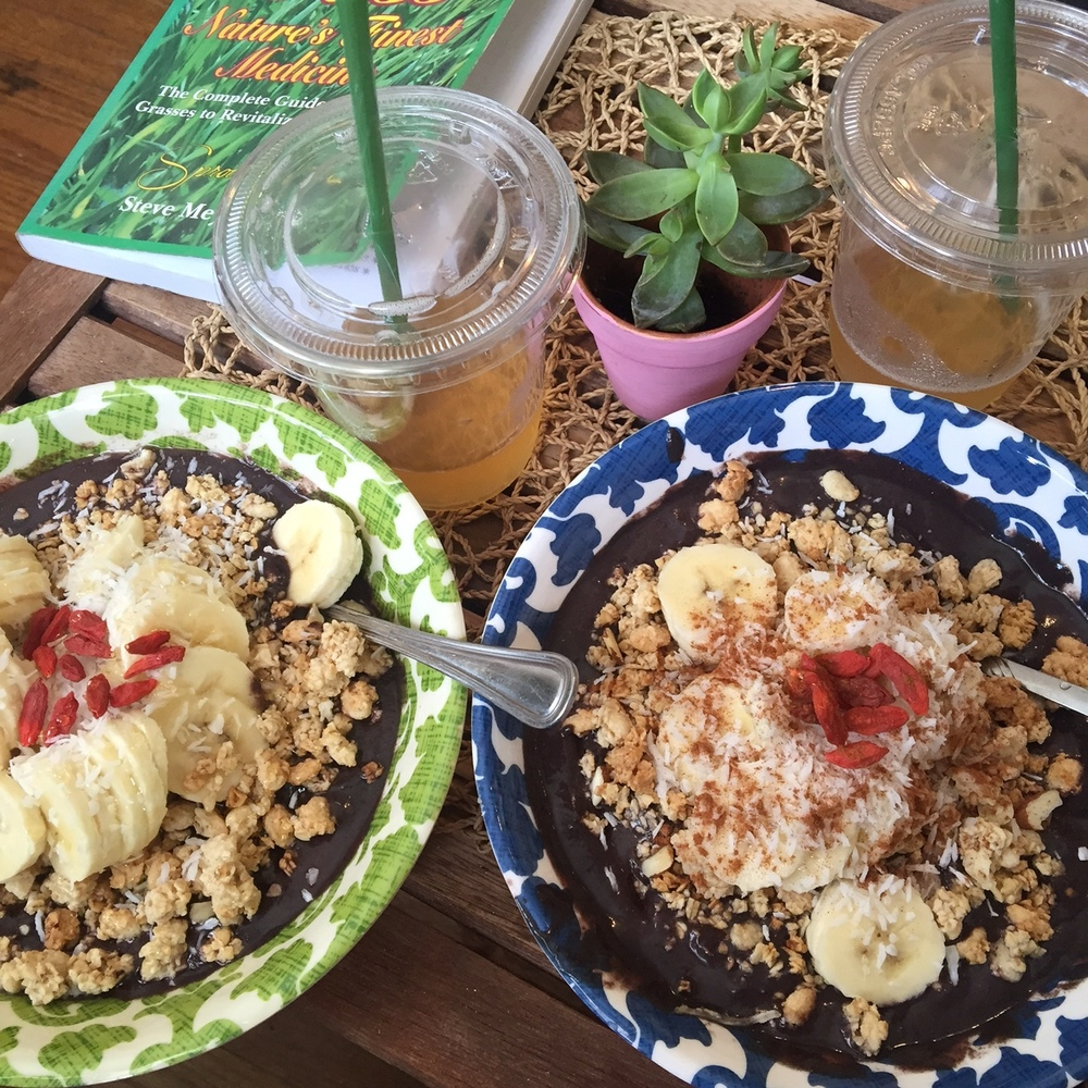 Cacao Superfood Açai bowls with all the trimmings