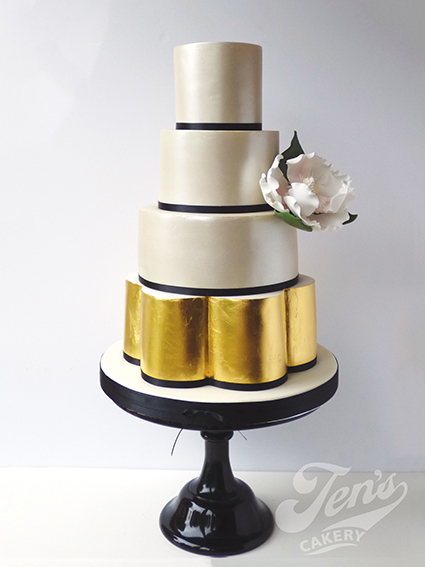 "Black 12"" Pedestal Stand  Hire £30  Deposit £90  Looks great with: contemporary cakes"