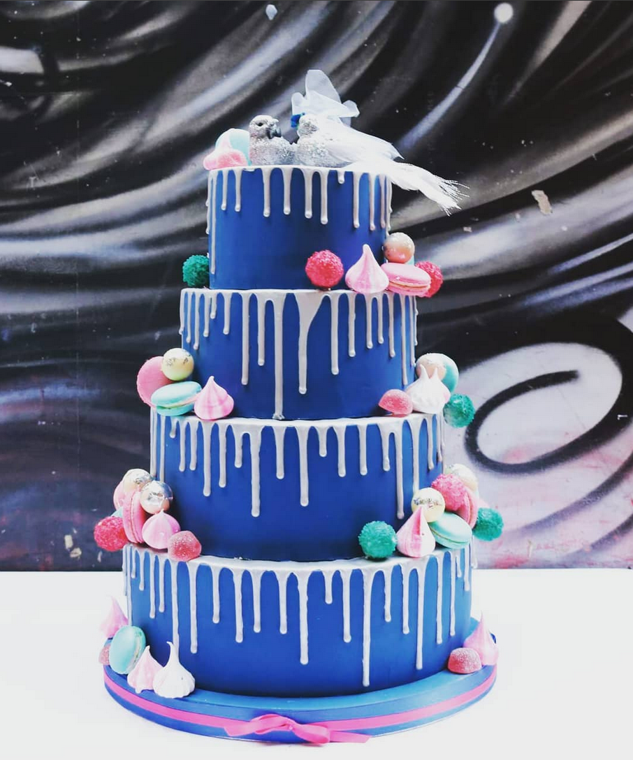 drip wedding cake.png