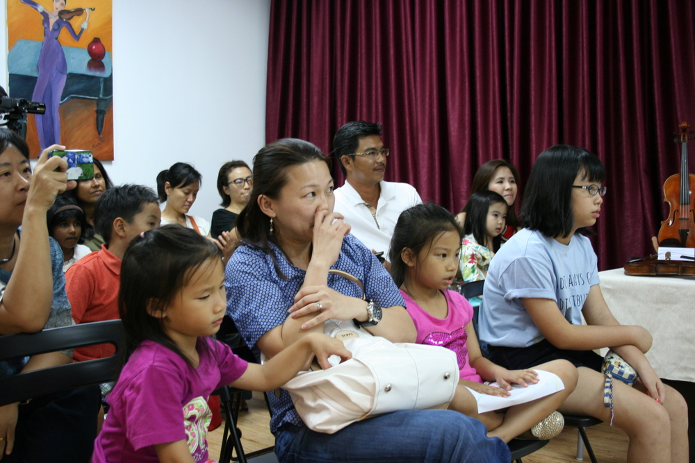 Guests listening to the performances put up by teacher Tingxi, teacher Jeremiah and teacher Wei Yang