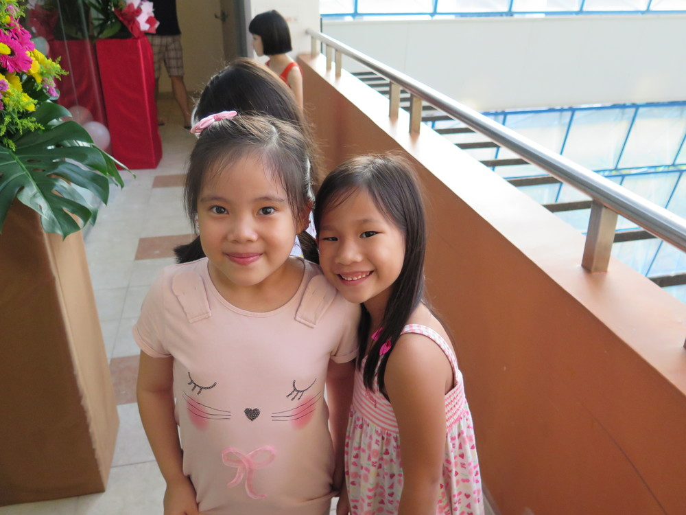 Hailey and Amanda, students of Teacher Sandy and Teacher Wei Yang