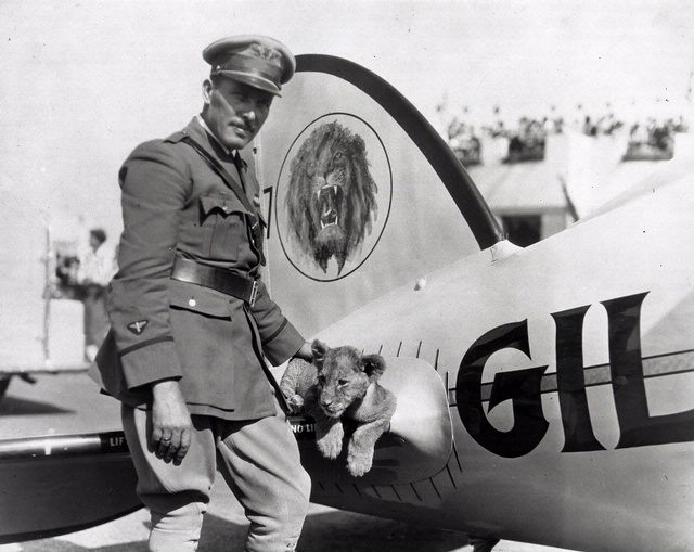 Roscoe Turner and Gilmore. (80-12371, National Air and Space Museum Archives)