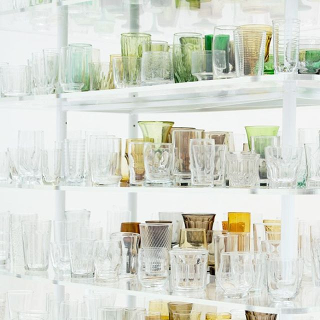 "One theme I couldn't help but notice as @katiecleod, @10milesbehindme and I wandered the halls of the @corningmuseum was how often glass artists incorporate optical illusions in their work. #KatherineGray's ""Forest Glass"" installation was my favorite example. When these found and thrifted glasses set upon towering plexiglass shelves are viewed from a distance, the outlines of three trees can be seen 🌳🌳🌳 #flxwithfriends"