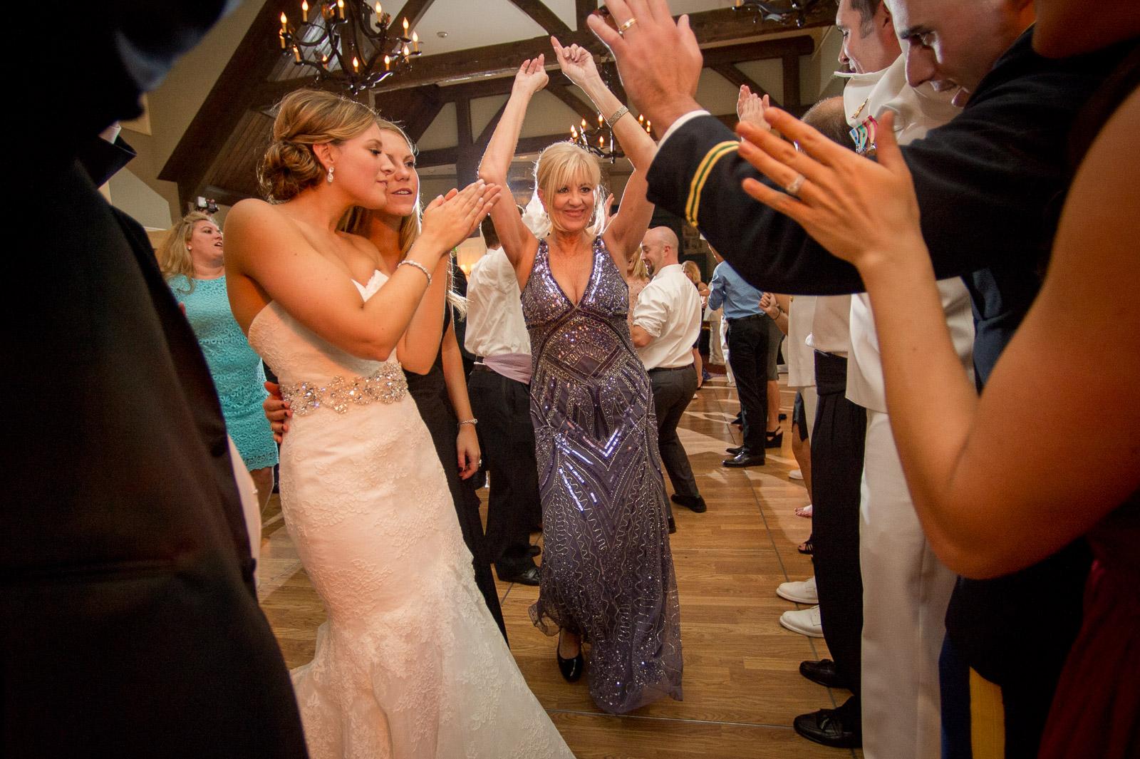 The wedding of Scott & Allison, The Tuxedo Club. Tuexedo, NY. Craig Warga