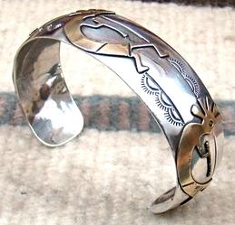 navajo-12kgf-gold-kokopelli-overlay-bracelet-742R-7.jpg