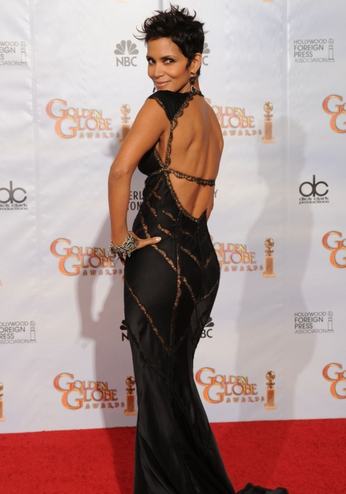 Halle-Berry-Is-Stunning-in-Low-Cut-Dress-at-2010-Golden-Globes-3.jpg