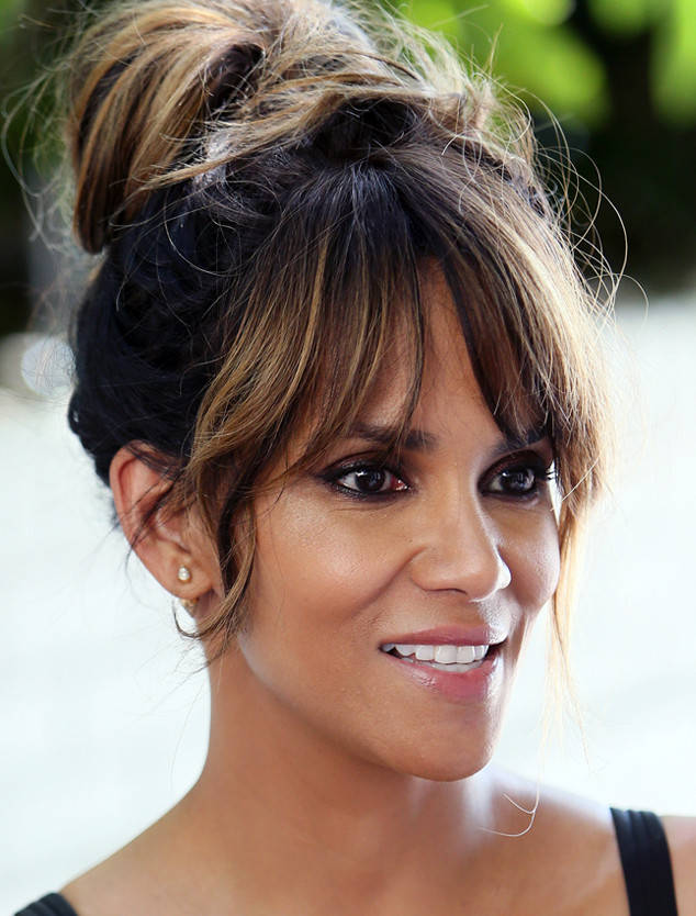 rs_634x834-170126150602-634.Halle-Berry-Red-Carpet-Facial.jl.012617.jpg