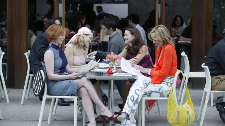 feature-3-sex-and-the-city-miranda-carrie-charlotte-samantha-meatpacking-district.jpg