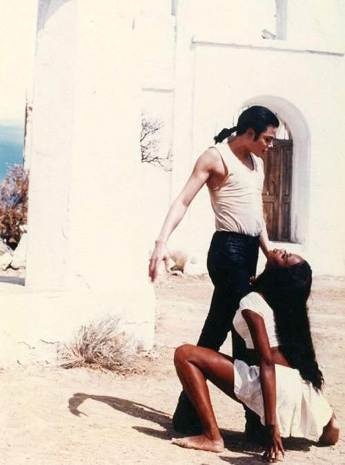 mj-naomi-campbell-in-the-closet-video-michael-jackson-closet-video-3-500-x-674.jpg