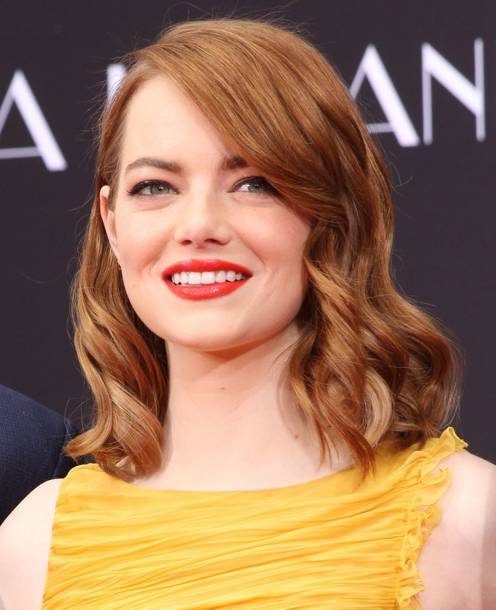 emma-stone-la-la-land-hand-and-footprint-ceremony-in-la-12-7-2016-21.jpg