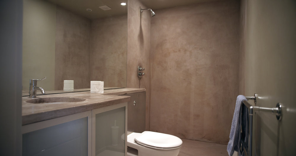 guest bathroom1.jpg