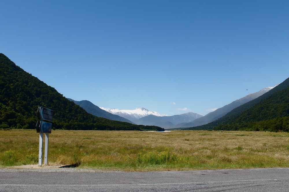 "The road to Queenstown included giant mountains, sunny Lake Hawea, a lunch picnic and many ""we need to pull over!"" unplanned photo ops because LOOK AT THIS TINY BEAUTIFUL COUNTRY."