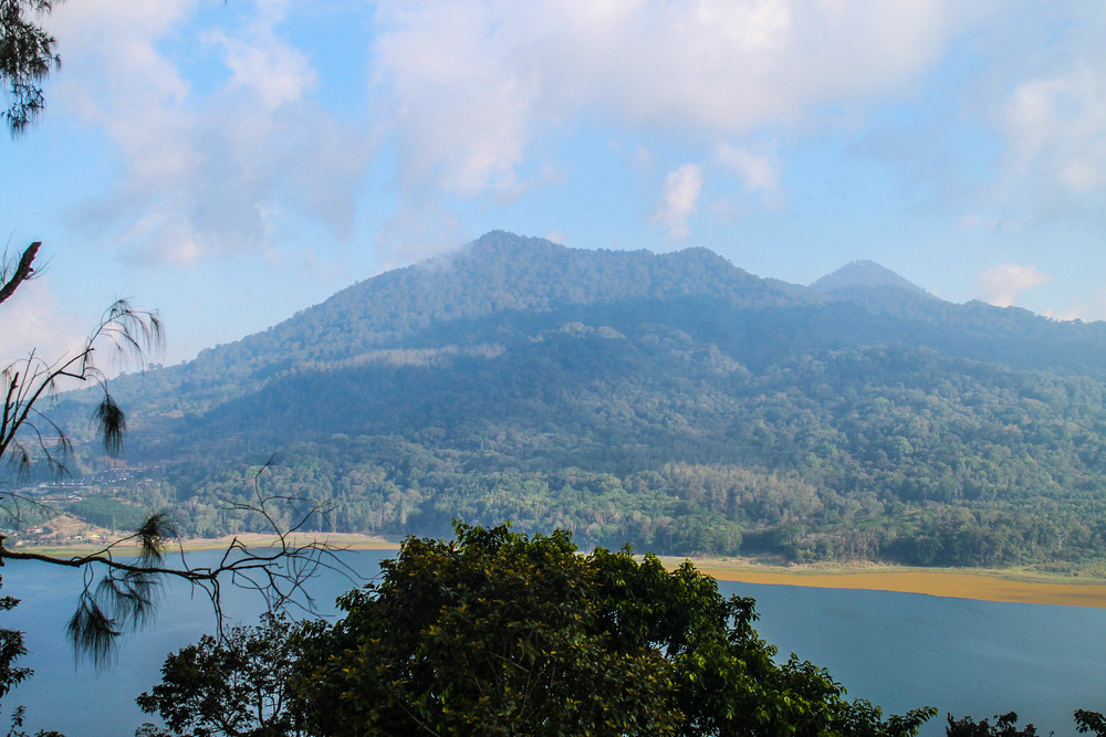 bali-mountain-lake