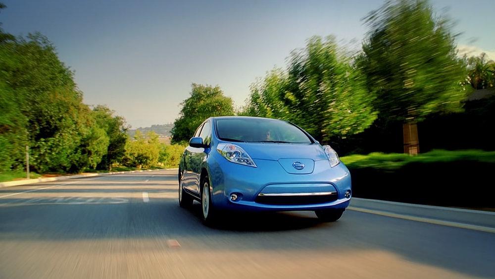 Nissan_leaf_driving